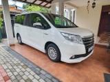 Toyota Noah Hybrid 2014 Van