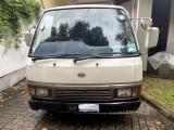 Nissan T.D. 27 1990 Van